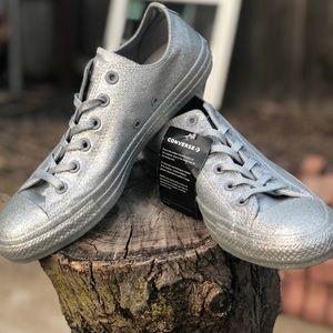 Silver glitter low top converse